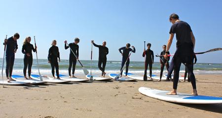 sportief bedrijfsuitje suppen op het strand organiseren