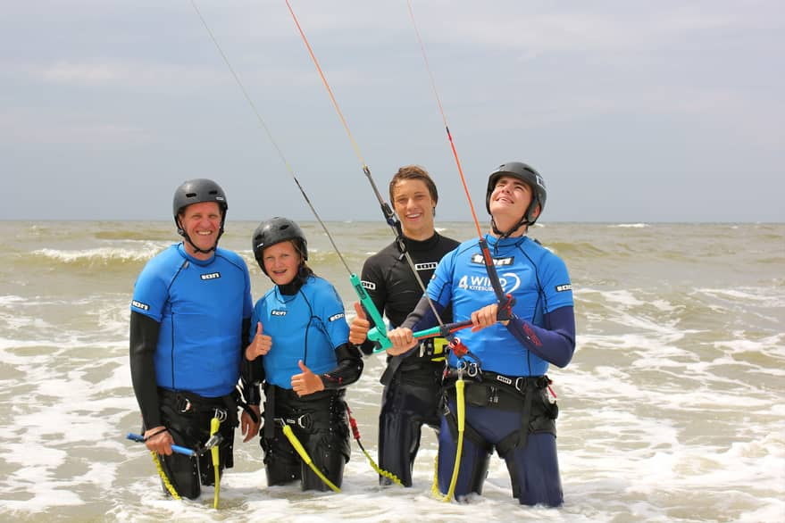 bedrijfsuitje kitesurfen aan zee